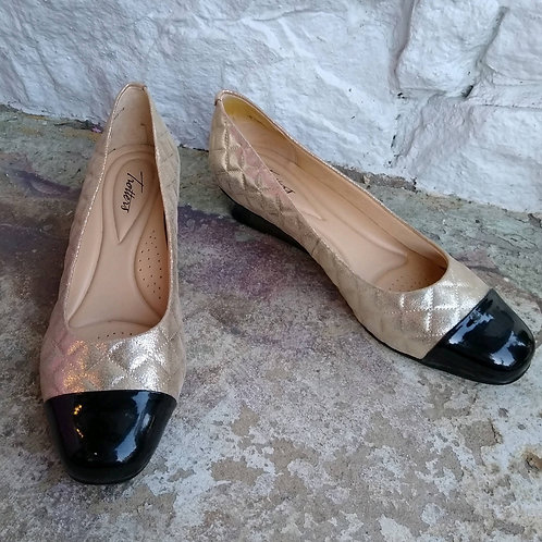 Trotters Gold & Black Shoes, Size 11