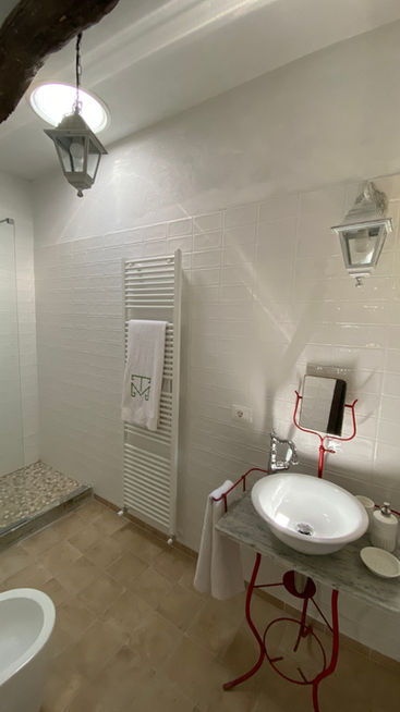 Pinot Nero bathroom