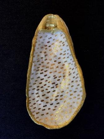 Decoupage Oyster Shell - Gold Dot