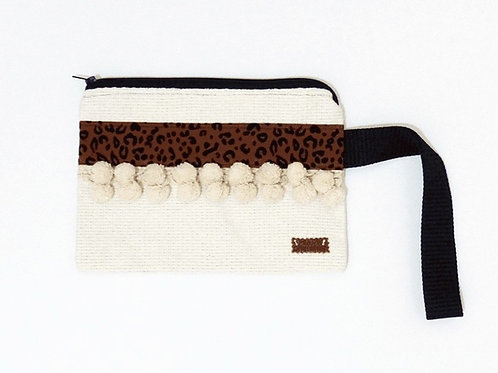 LEO ZIPPER BEIGE CLUTCH