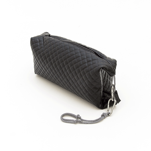 BLACK QUILTED ZIPPER POUCH