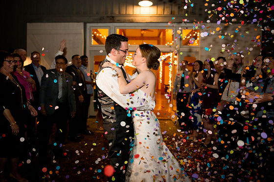 First kiss, Nashville wedding with confetti