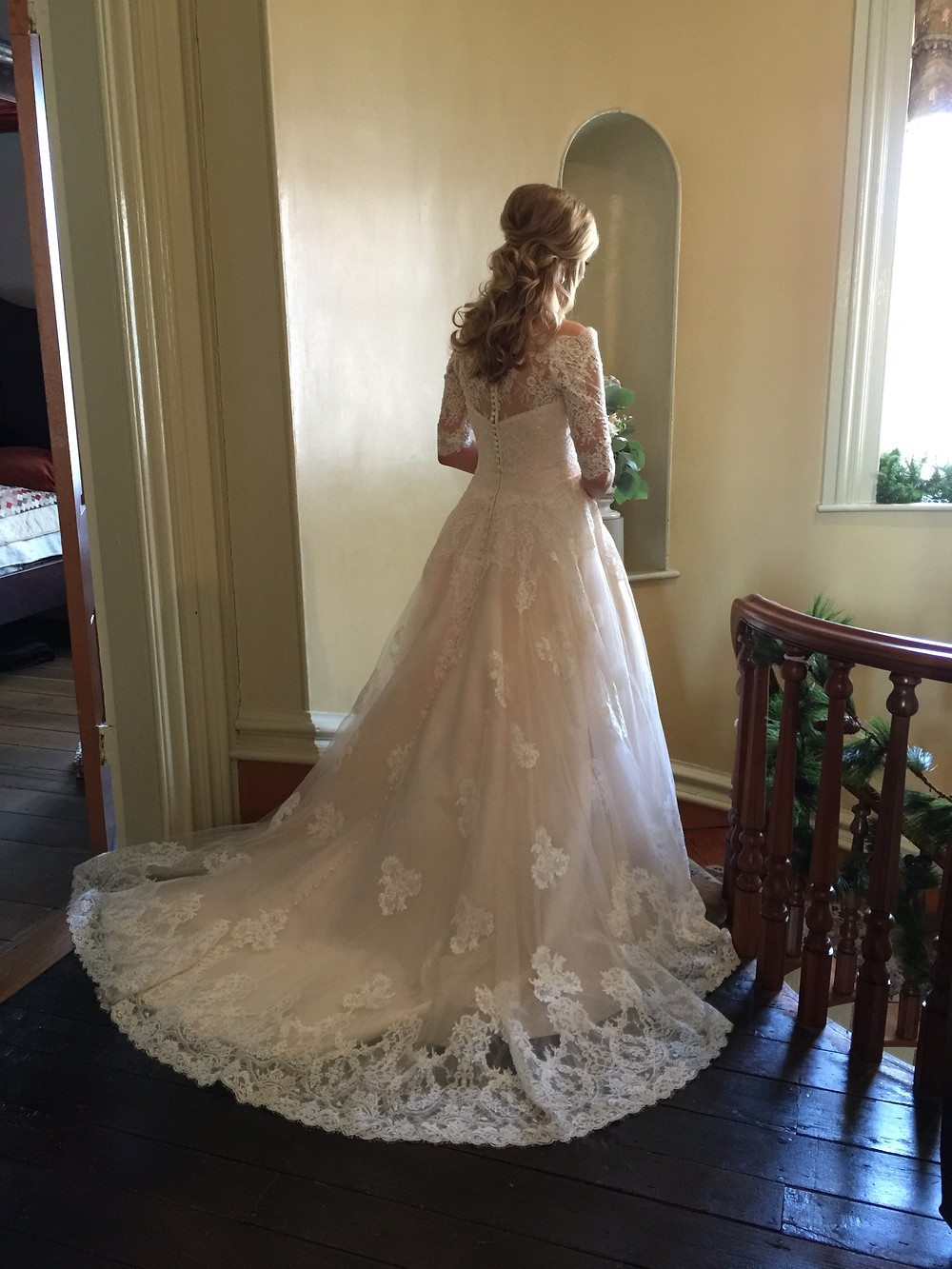 Lace wedding gown - Nashville, TN