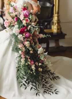 Cascading Bouquets: The Trend That's Back in a BIG Way