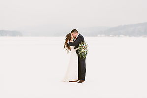 Intimate winter elopement on Schroon Lak