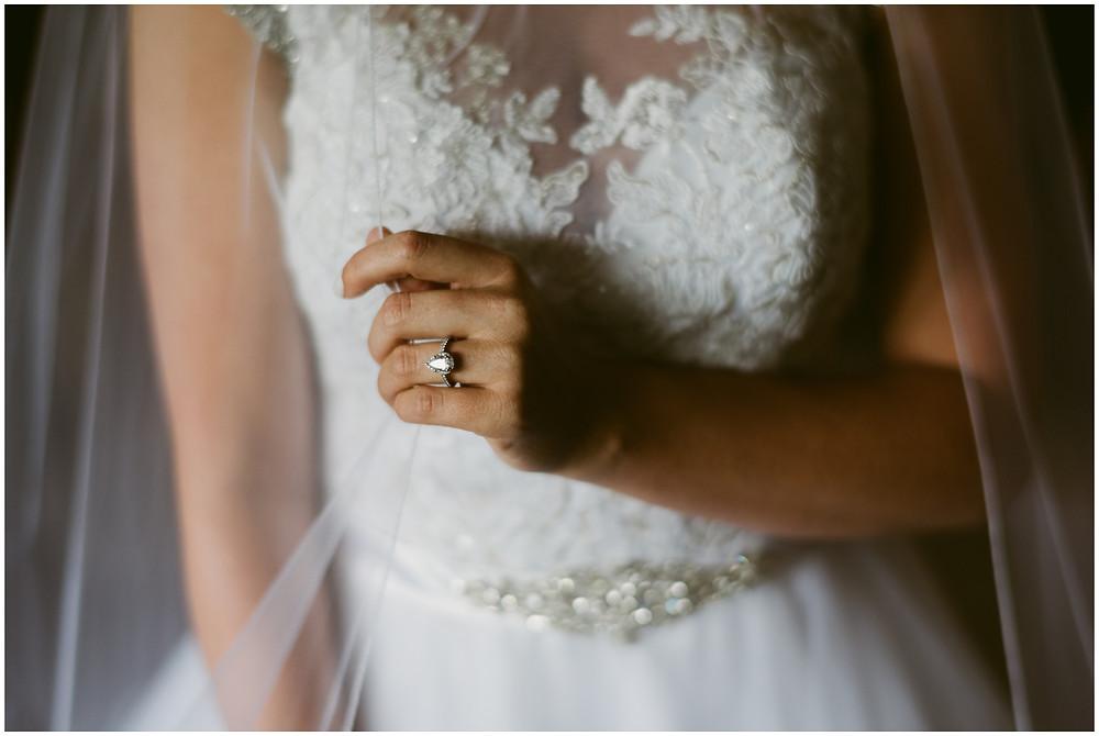 Pear-shaped diamond wedding band