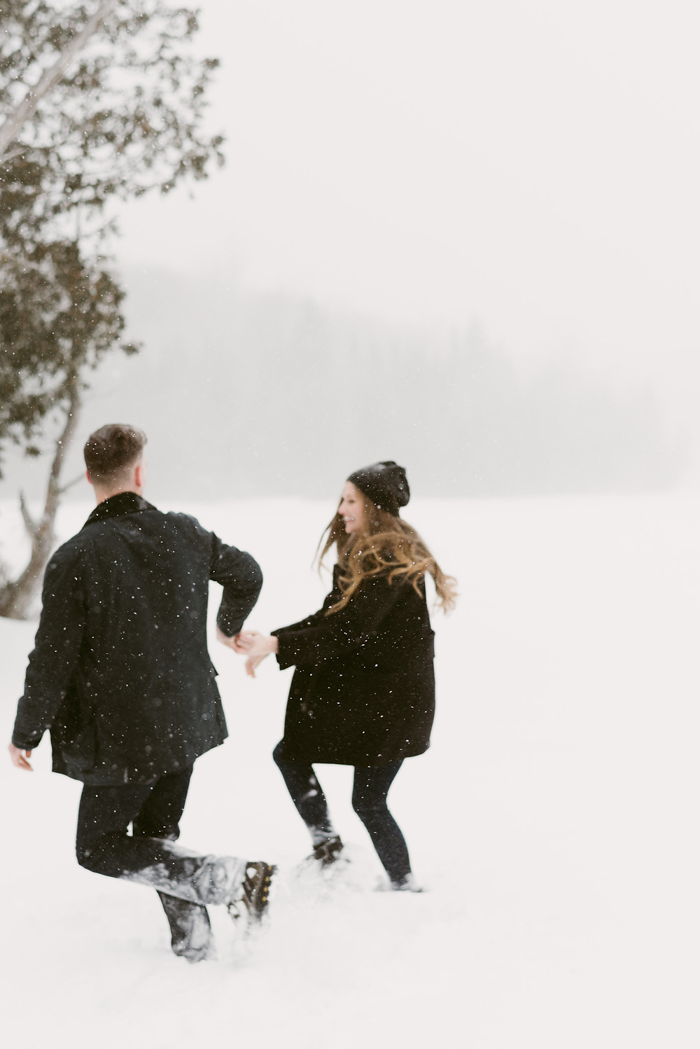 Winter engagement photos in the snow