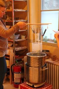 Kurs i ljusstöpning i växthuset på Överjärva Gård