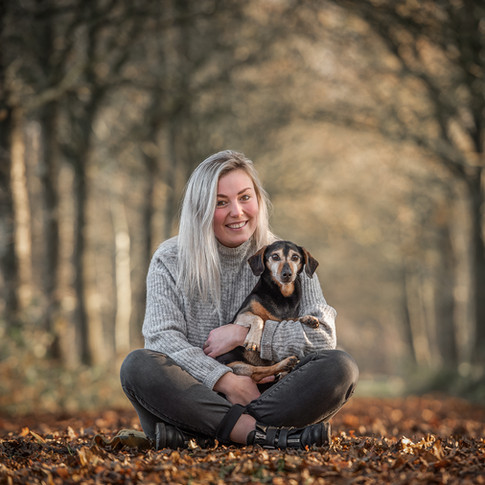 Oud hondje Hank in het bos van Oenkerk
