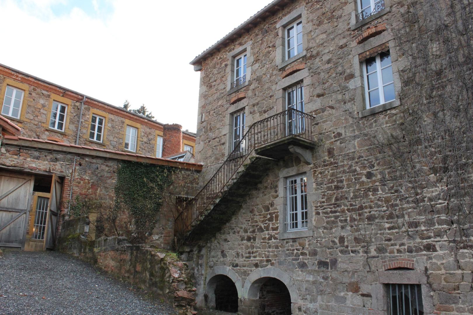 L'ancienne maison de maître depuis le jardin