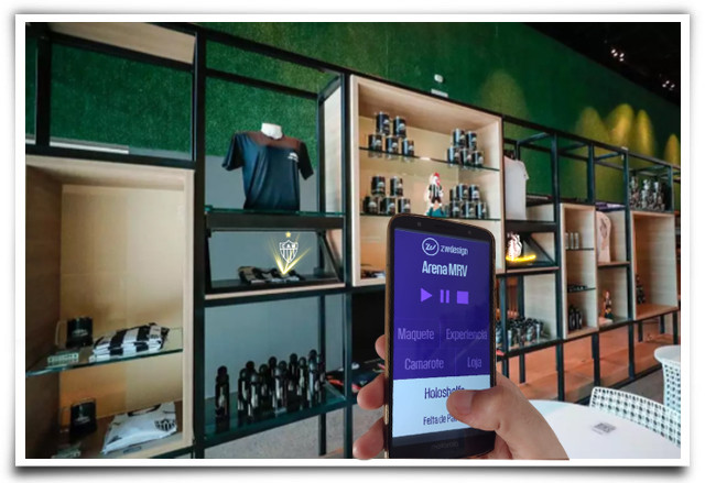 Vitrine holográfica com produtos da loja da Arena MRV