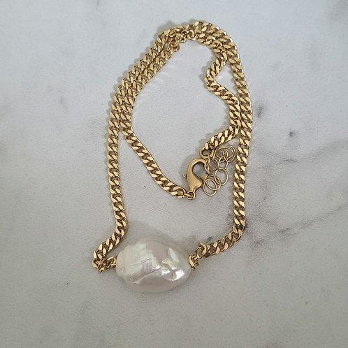 Large fressh water pearl