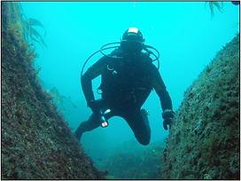 plongeur_dans_une_faille.jpg