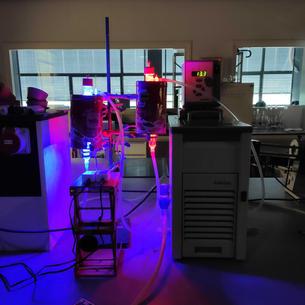 "photo-RAFT reactor ""by night"""