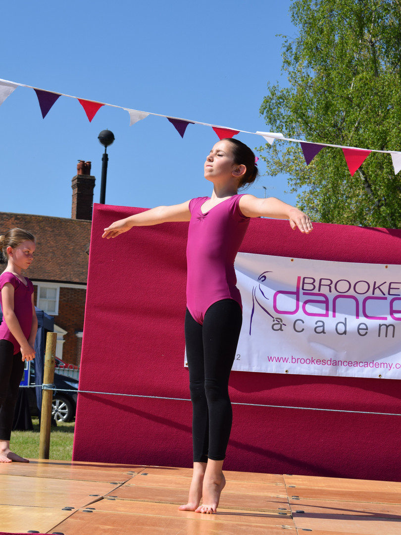 Modern Dance at Tenterden May Fayre