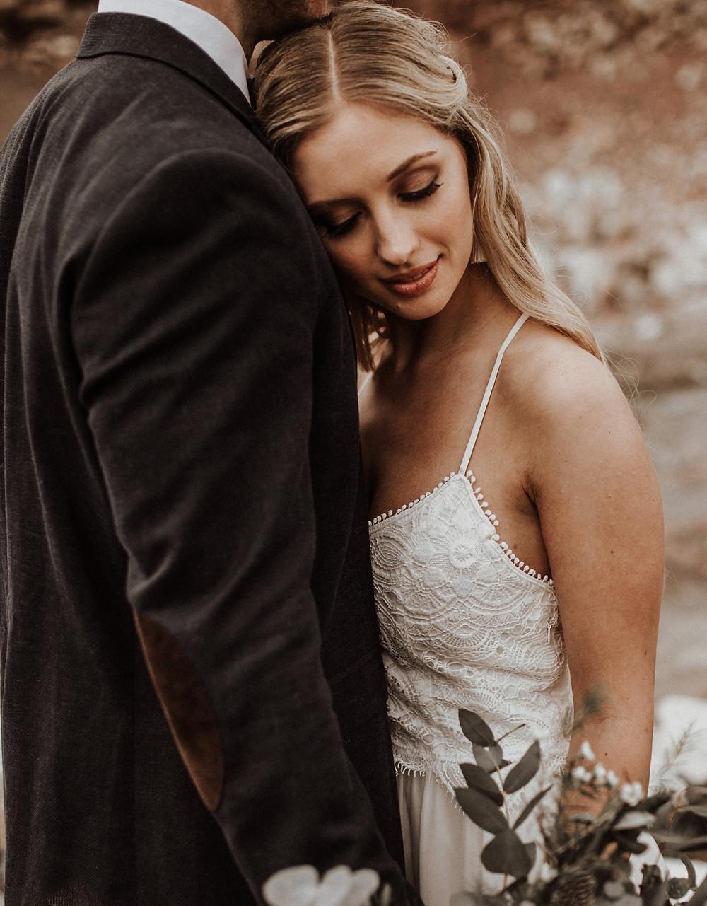 Fließendes Brautkleid