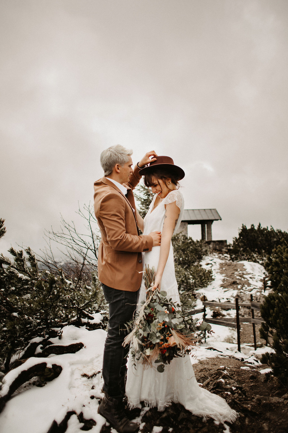 Romantische Winterhochzeit | Ideen für Dein Brautkleid | Inspiration für Brautstrauss und Frisur