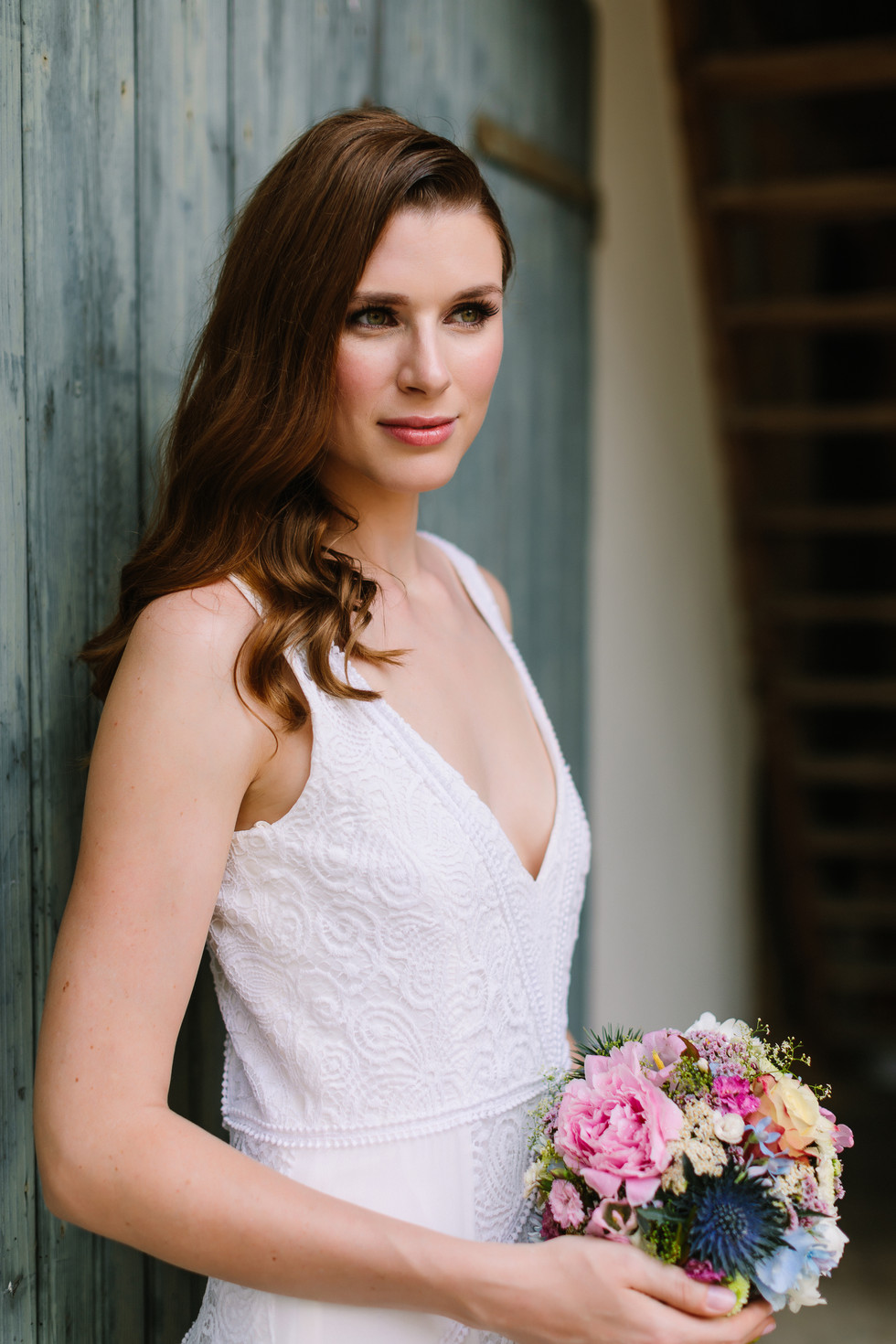 Elegant, rustikale Hochzeit in gold und grün - Brautkleid, Blumen und Deko Inspiration