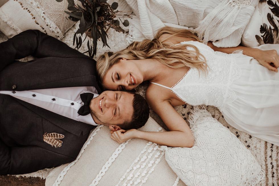 Unkonventionelle Hochzeit voller Leichtigkeit - Was passt dazu besser als ein fließendes Boho-Brautk
