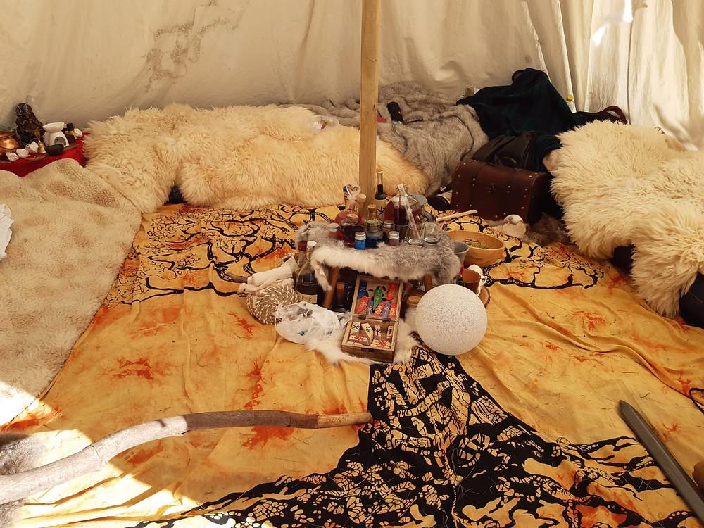 In einem Zelt bei einer LARP Convention