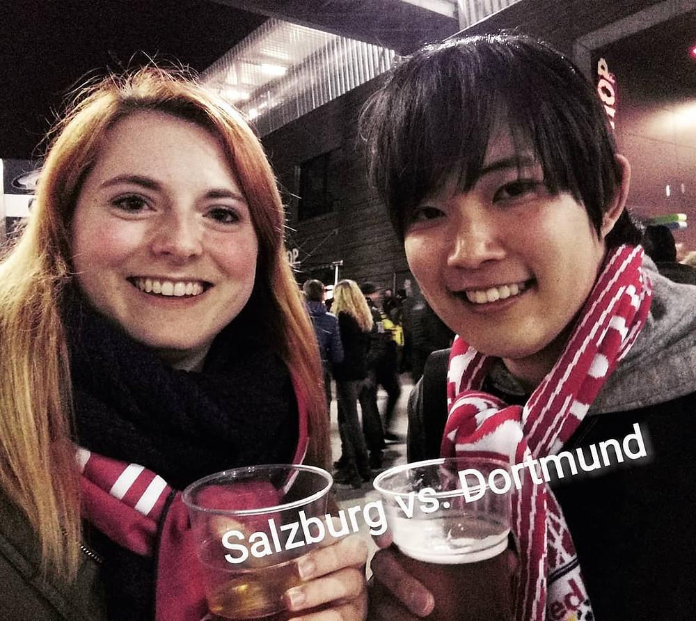 Fabia und Yuta bei FC Salzburg gegen Borussia Dormund