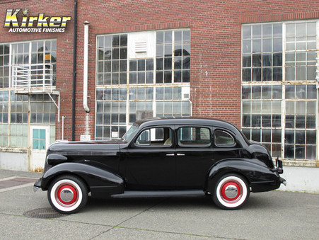 1937 Pontiac Sedan Super Jet Black (70330) and Viper Red (51439)