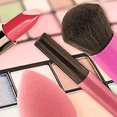 Dekorative Kosmetik_93746705.jpg