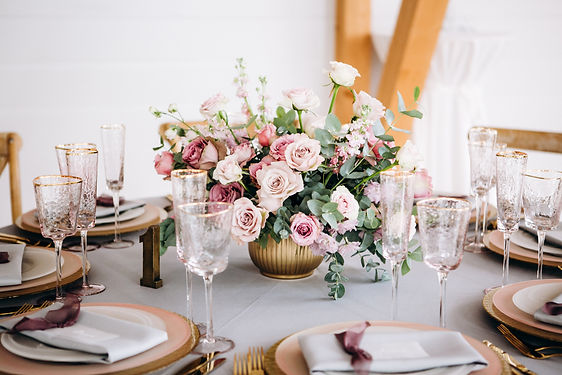 Amazing wedding table decoration with fl