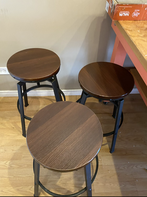 Stools gently used set of 6