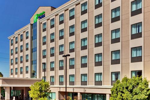 lax hotel.jpg