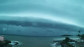 Limón fue testigo de la imponente entrada de la onda tropical #18 al país