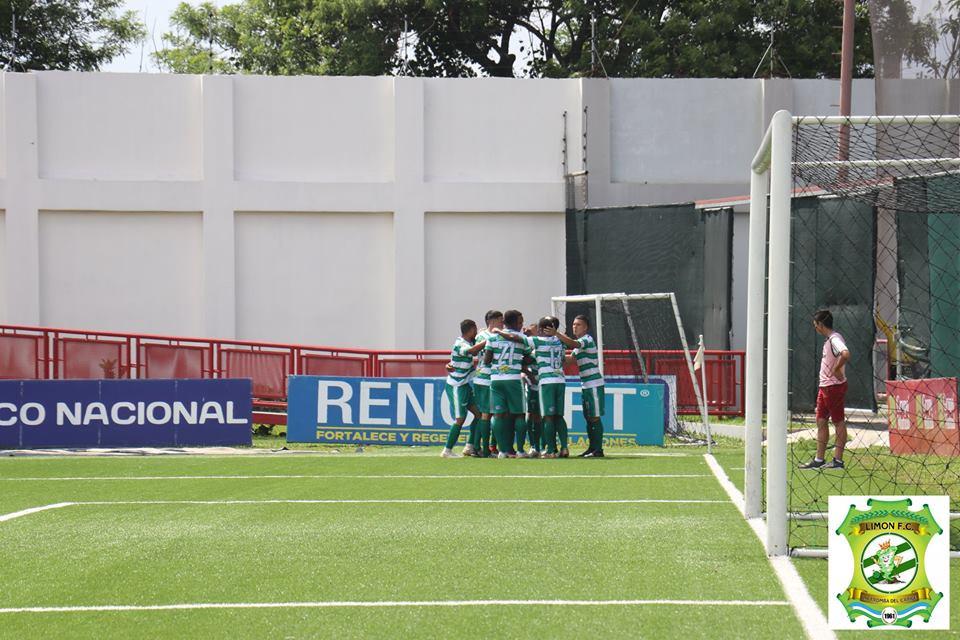 Celebración del gol de Alexander Espinoza.