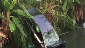 Muere enfermera al caer con vehículo al río Cocos