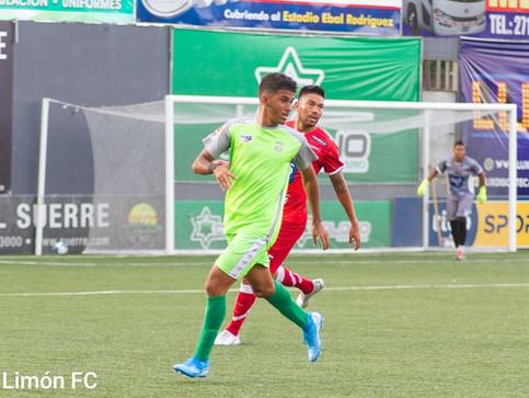 Volvió la alegría al Juan Gobán: Limón goleó al Santos