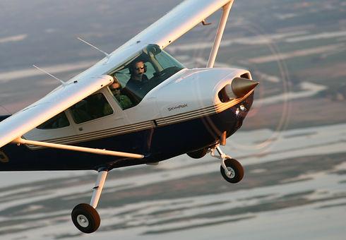 Cessna%20172_edited.jpg