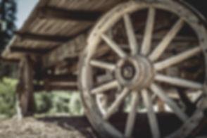 wooden-wagon-wheel-close-up-01.jpg