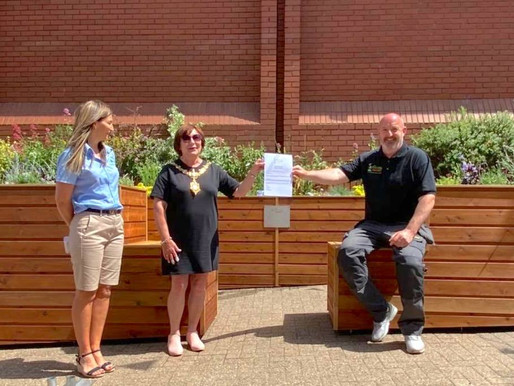First The Friendly BenchⓇ in town centre opens in Halesowen