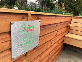 The Friendly BenchⓇ plaque.