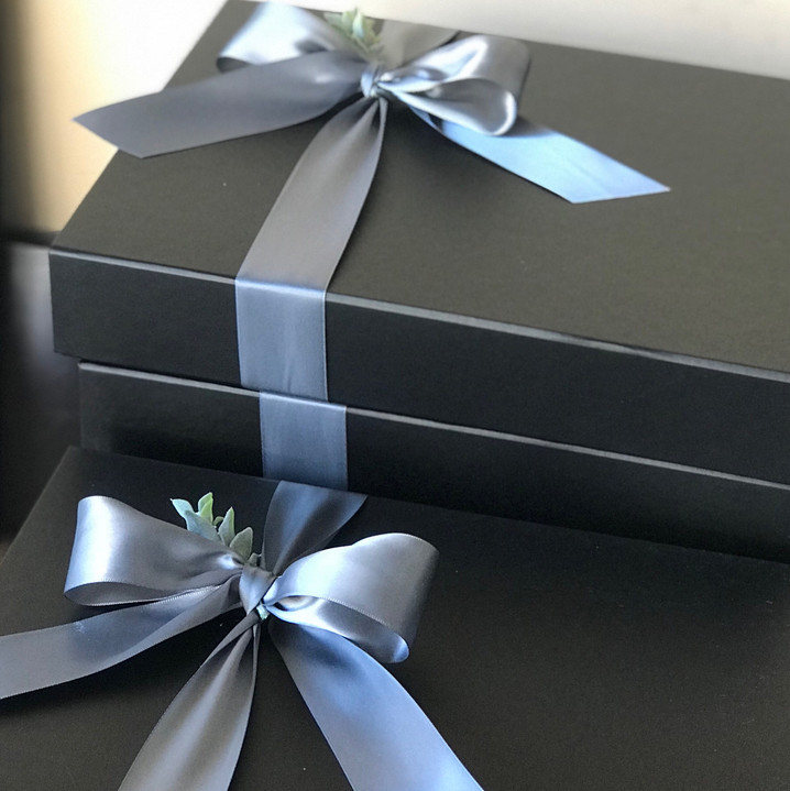 Black Gift Box 02.JPG