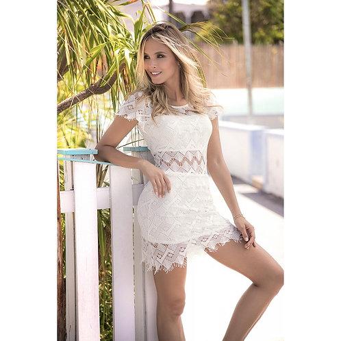 une jolie robe d'été blanche pour profiter du soleil