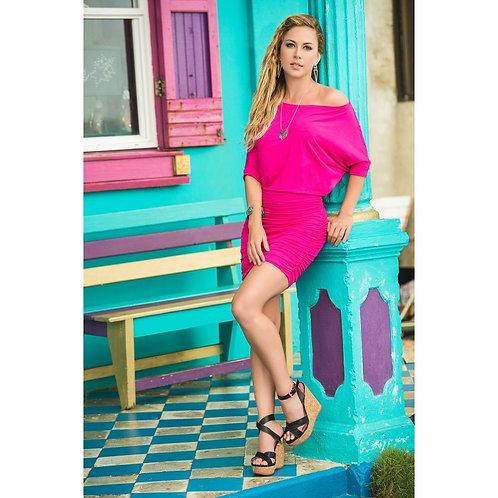 jolie robe d'été moulante rose pour profiter du soleil