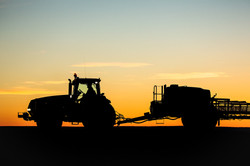 Photo-of-Tractor-Sil
