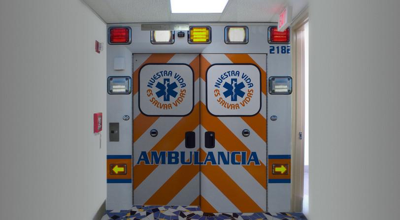 Emergencias Médicas Elevator Doors