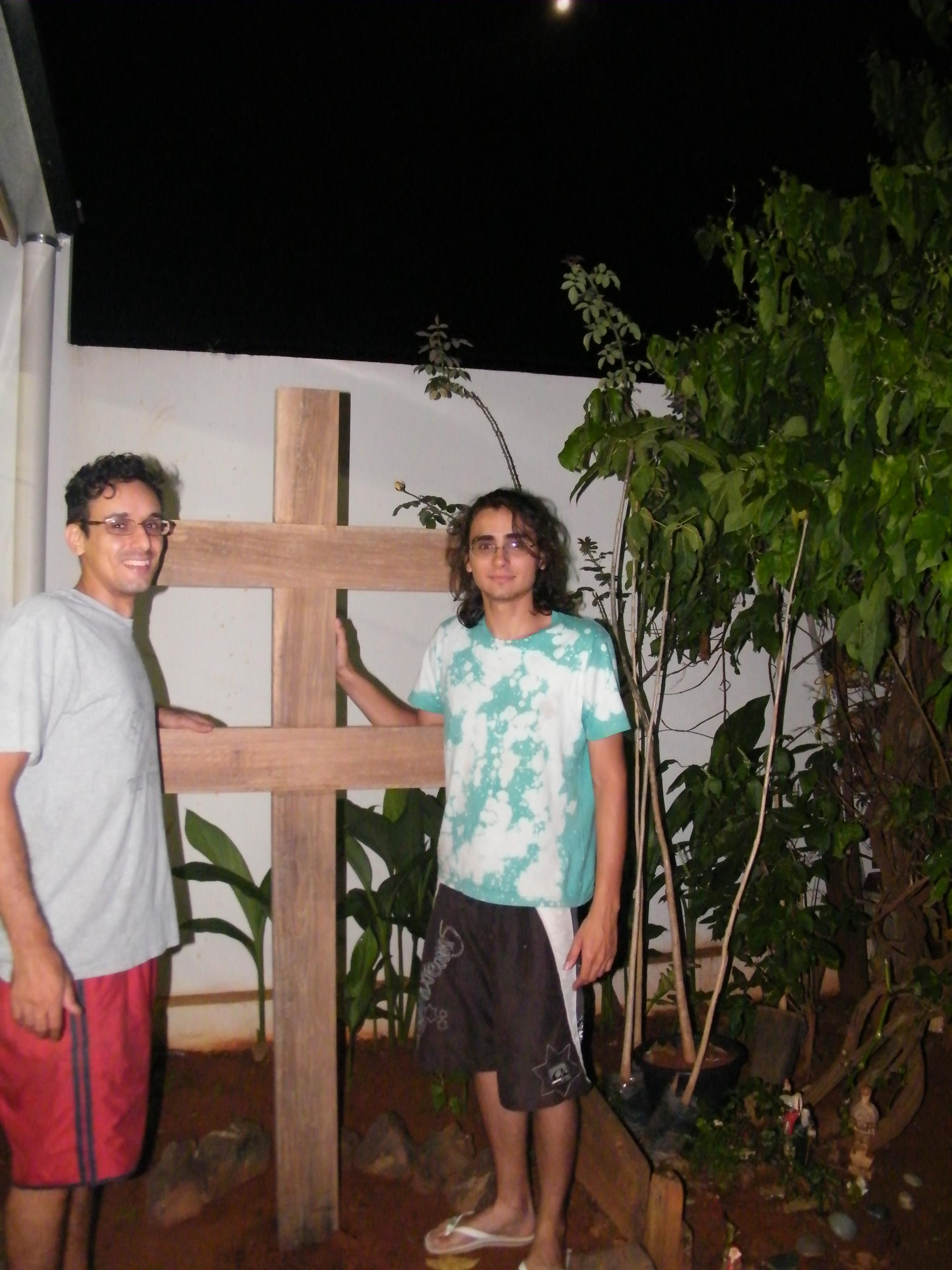 Entronização_do_Santo_Cruzeiro_no_solo_da_igreja.JPG