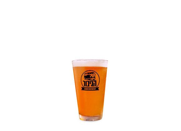 כוס בירה זכוכית הגיבור