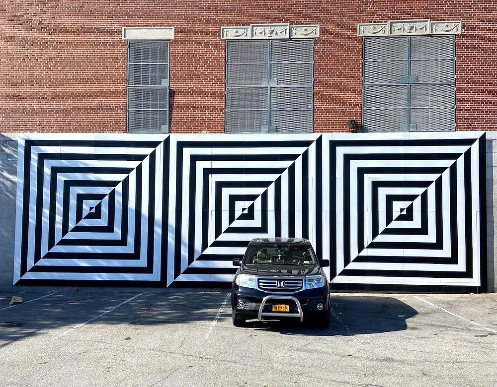 """Uno Dos Tres,"" a new mural in East Harlem by Carmen Herrera"