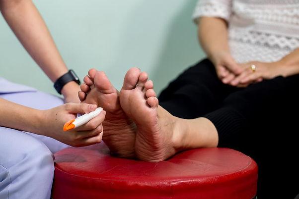 foot-test-for-peripheral-neuropathy.jpg