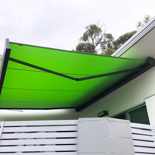 Weinor Kubata Folding arm awning