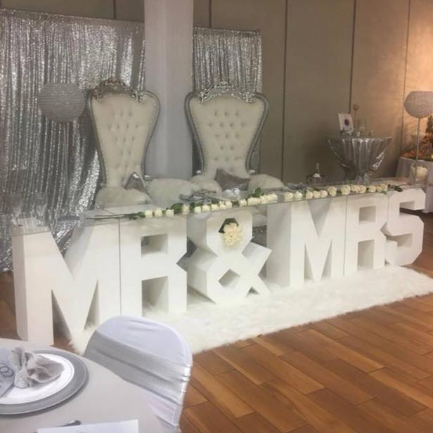 """MR&MRS"" Wedding Table"