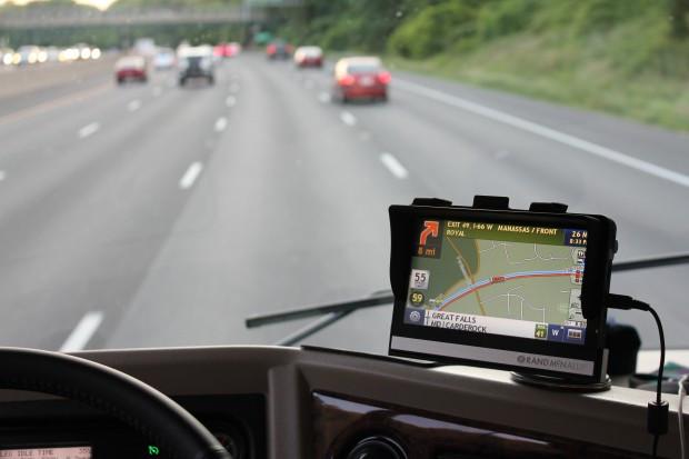 GPS camping-car monte sur le tableau de bord